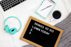 How To Stay Motivated With Your Side Gig   Frugal Fun Mom.  Are you frustrated and ready to give up your side gig, wondering if you will ever make extra money? Here are 5 ways to stay motivated with your side gig!